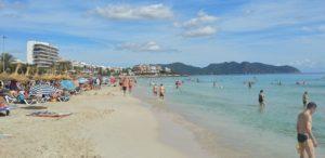 Beliebter denn je: Urlaub auf der Baleareninsel Mallorca. Hier Cala Millor im Osten der Insel.